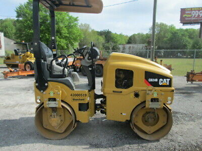 2015 Caterpillar CB24 Smooth drum vibratory roller