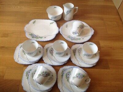 Windsor Bone China ( England ) Vintage 20 Piece  Tea / Coffee Set 1747/2.