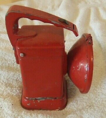 Vintage Ever Ready Six Volts Hand Held Workman`s Lamp Painted Red.