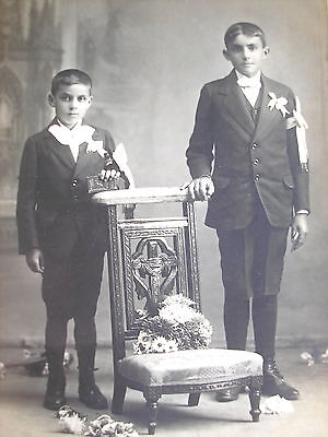 EARLY 1900's 1st COMMUNION OF TWO BROTHERS ARTISTIC CABINET CARDBOARD PHOTO