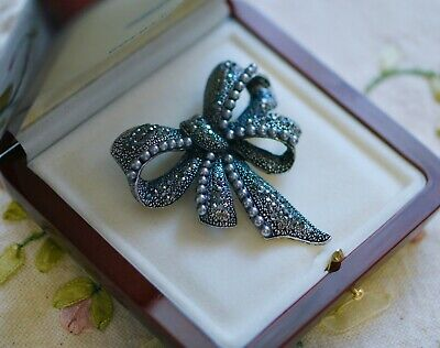 Vintage Jewellery Brooch with Rhinestone and Pearl Antique Dress Jewelry