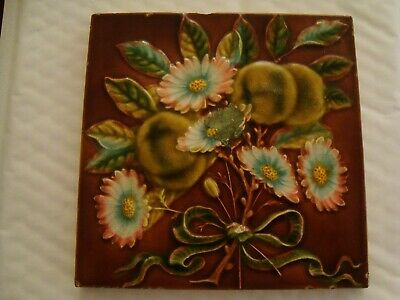 Aesthetic style tile with raised floral design 19/106