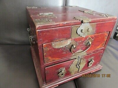oriental vintage lacquered wood jewellery box tourist ware