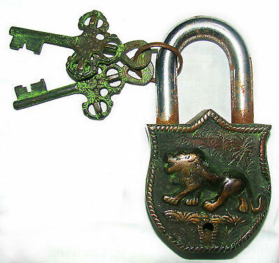 An Unusual CHARISMATIC Brass A NICE LION Figure PADLOCK 2 keys from India