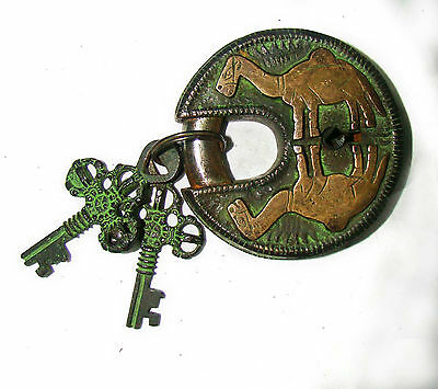 An Unusual CHARISMATIC Brass made LOVELY CAMEL FIGURE PADLOCK with 2 keys India