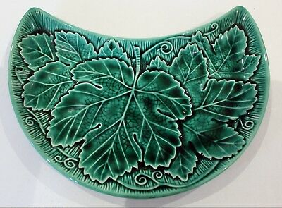 Wedgwood Etruria & Barlaston Green Leaf Majolica Half Moon Kidney Shaped Plate