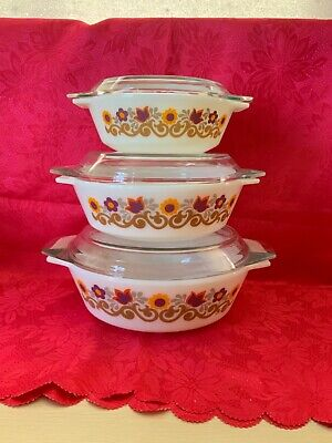 Vintage Pyrex, JAJ Pyrex  Retro. Collectables X 3