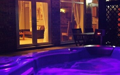 Luxury Country Holiday Cottage, Private Hot Tub & Sauna, Free Fishing Sleeps 4