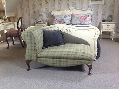 Small Chaise longue in immaculate condition