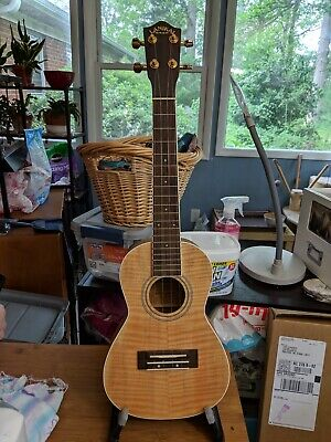 Lanikai LU22CFM Big Kahuna concert uke! Beautiful maple figuring! Great player!