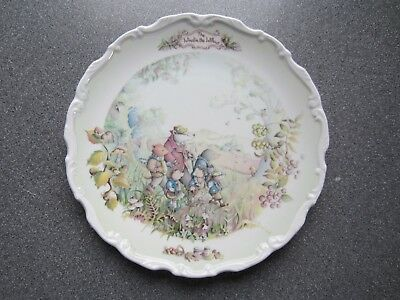WIND IN THE WILLOWS AUTUMN IN WILD WOOD ROYAL ALBERT PLATE in perfect condition