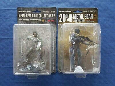 Metal Gear Solid 4 lot 2 figurines Vamp + Snake Octocamo Face Mask