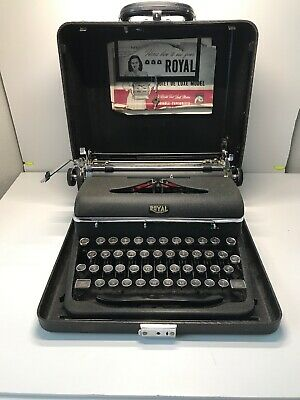 ROYAL QUIET DELUXE Manual Portable Typewriter & CASE Good CONDITION! 1940'S