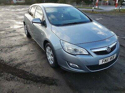 Vauxhall Astra 1.3 Diesel 2011 Silver £20 yearly road tax long MOT