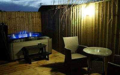 Stunning Beech Lakeside  Holiday Lodge, Hot Tub Own Fishing peg Sleeps 2/3
