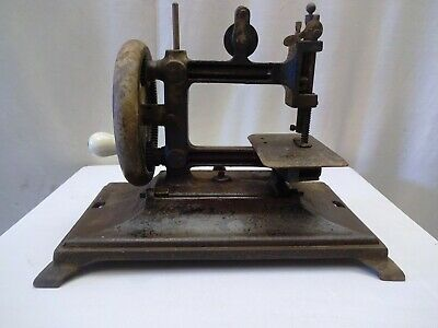 Antique Sewing Machine Hand Crank Miniature Metal Rare Collectibles Doll House *