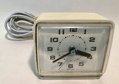GENERAL ELECTRIC model 7G369 Vintage electronic clock with alarm 1970's Made USA