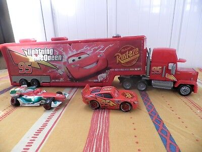 DISNEY PIXAR CARS CAMION MACK GARAGE FLASH McQUEEN et VOITURES FLASH McQUEEN !