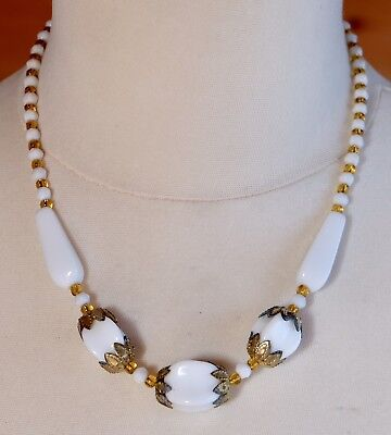 Lovely Vintage 1950s/60s White Milk Glass Bead Necklace