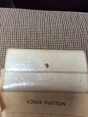 NO RESERVE LOUIS VUITTON Perle Vernis Monogram Leather Sarah Long Wallet