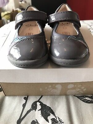 Girls Clarks Shoes In Grey Leather. Size 5.5F. Used, In Excellent Cond.