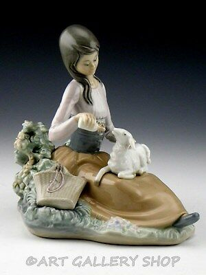 Lladro Figurine LITTLE BO PEEP GIRL FEEDING LAMB SHEEP #1312 Retired Mint