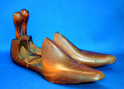 A useful pair of antique wooden shoe trees, rear knob handles, about sz 7.5 or 8