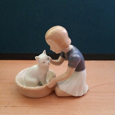 B&G Bing & Grondahl Girl with White Cat Porcelain Figurine 2249 Denmark