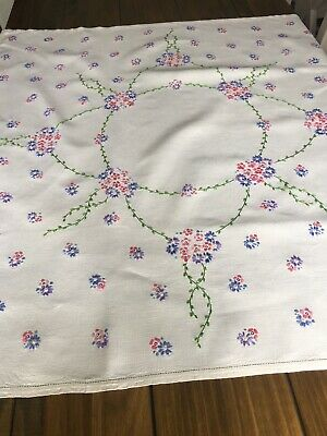 Vintage Irish Linen Hand Embroidered Tablecloth Daisy Design Beautiful