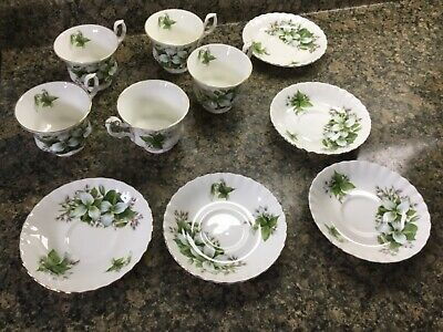 Royal Albert Trillium Cup and Saucer Lot, White Trillium pattern lot of 5