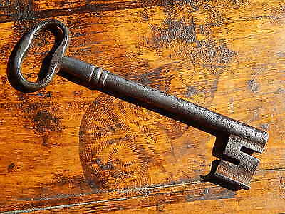"7.1/8"" Large Antique French Key,Made 17th Century,Wrought iron,Castle,Rustic"