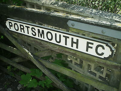 PORTSMOUTH FC - Wooden street/football sign