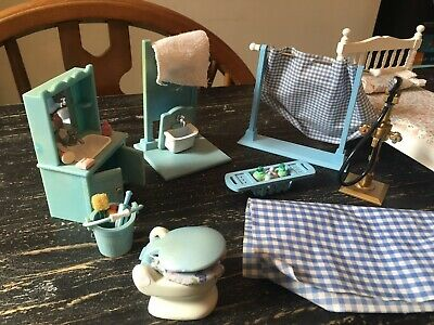 Vintage Dolls House Bathroom Furniture And Bed (great For Sylvanian Families)