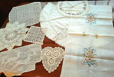 Mixed Lot of 8 Vintage White/Off-white TABLE LINENS AND DOILIES