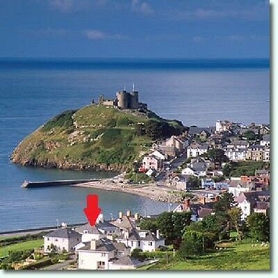 Self catering holiday North Wales opp BEACH shops Snowdonia, June July August