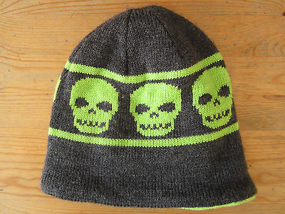 Touque Beanie With Skull Design in Green and Grey. Fleece Inner Liner Youth Size