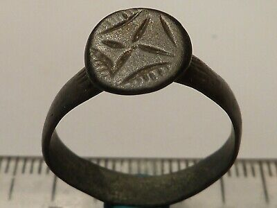 3796Ancient Roman bronze ring with a cross 18 mm