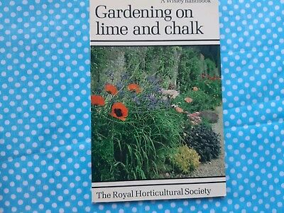 Gardening On Lime and Chalk , by RHS, Gardening book