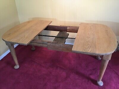 excellent light oak arts and crafts extending table with two leaf extensions