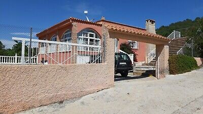 4 bed villa in valencia with pool 1250sqm land 230m build.off grid solar/water
