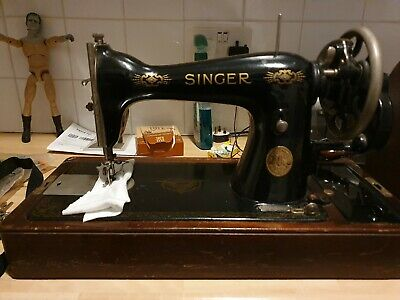 Vintage Singer sewing machine ED560665 hand crank with case, key & instructions