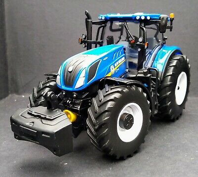 BRITAINS NEW HOLLAND T7-315 Tractor 1:32 Scale Model Boxed