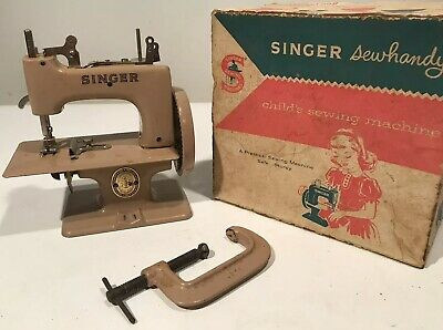 Great Britain SINGER Model No. 20 Sewhandy Child's Sewing Machine W/Clamp & Box