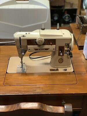 VINTAGE SINGER 401A GEAR-DRIVEN SEWING Machine, complete accessories, pedal.