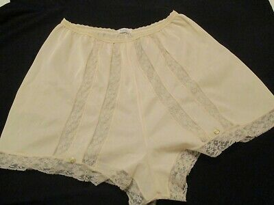 Vintage Henson Kickernick Tap Panties or Pin Up 1950's M Embroidered Lace USA