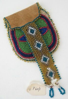 Native American Indian Small chequered beadwork purse. PROVENANCE