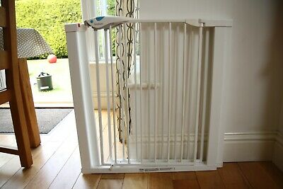 2 x Lindam easy-fit safety/ stair gates - white