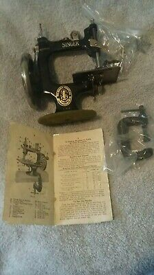 """Vintage 1920""""Singer No.20"""" kids Sewing Machine with Clamp & instruction manual"""