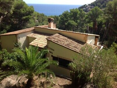 Holiday villa Mallorca Majorca sleeps 6-8 air con & pool weeks in July Aug Sept