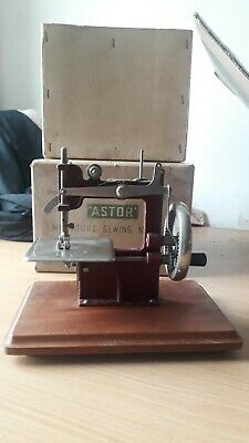 Astor Mini Toy Sewing Machine Miniature Like Singer Vintage Extremely Rare Boxed